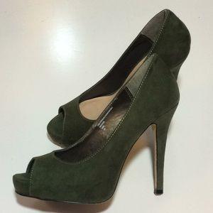 Green pumps 6.5